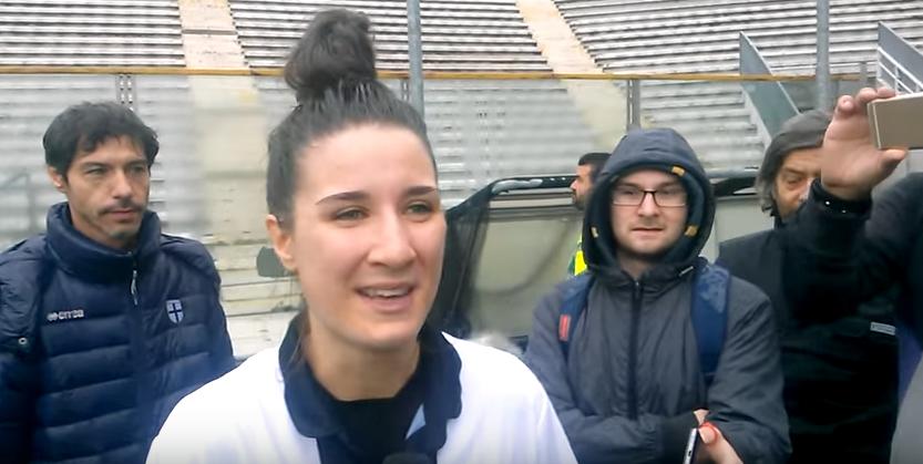 ... interviste realizzate al termine del match ad una delle ragazze  crociate f87c6cf101f