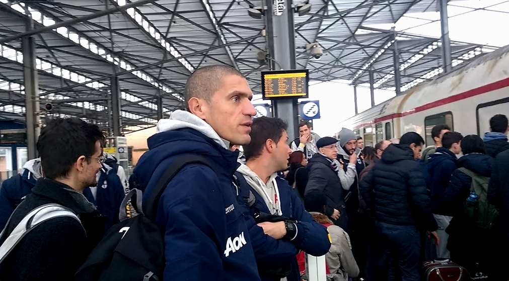 stefano-morrone-e-il-parma-in-stazione-verso-ancona