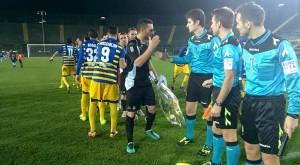 Albinoleffe Parma ingresso squadre arbitri