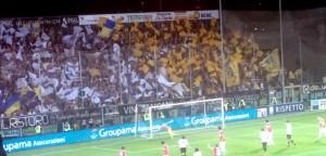 la sbandierata dei boys in curva piscina al momento del gol di Floriano (Foggia)